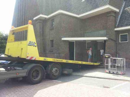 Fonkelnieuw Spinhoogwerker op de trap zetten met vrachtwagen GB-31